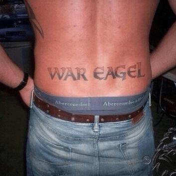 los-peores-tatuajes-de-lumbares37