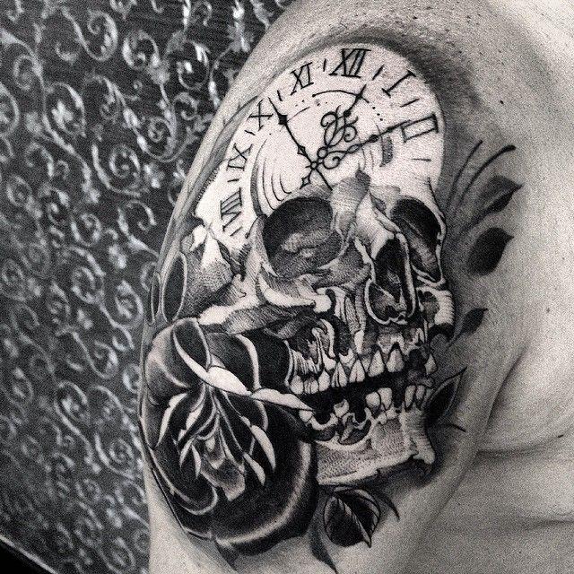 Tatuaje de reloj calavera