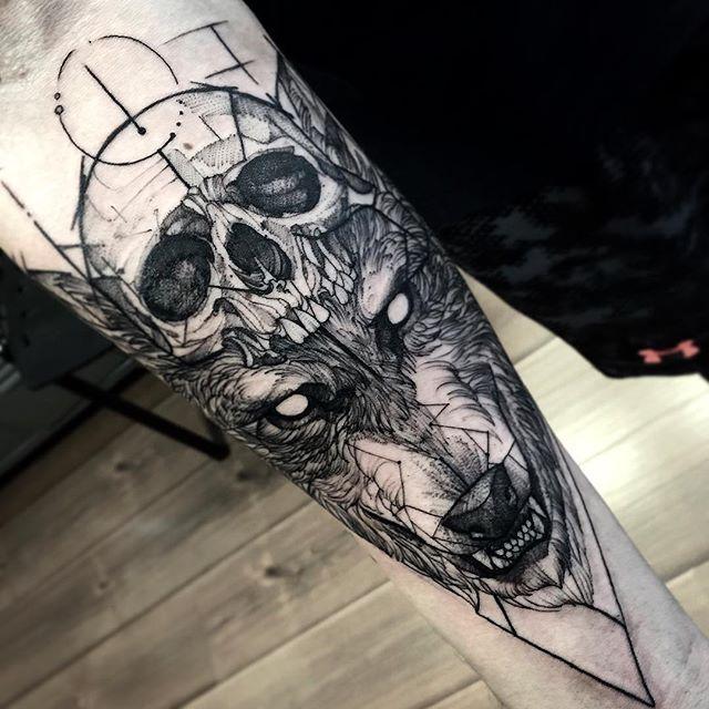 Tatuaje de calavera y lobo