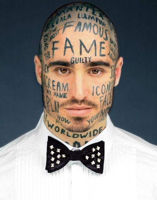 Vinlos el modelo Canadiense que se ha tatuado la cara para ser famoso! 6