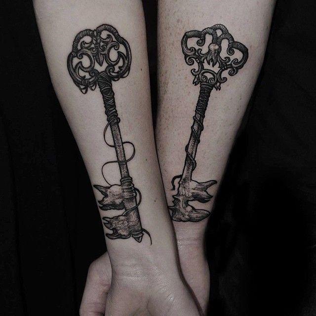 Tatuajes de llaves para parejas por Robert Borbas