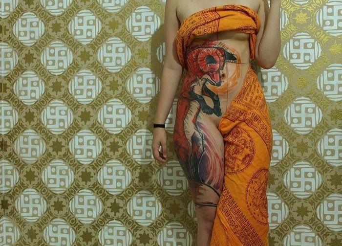 Impresionante tatuaje de zorro en la cadera