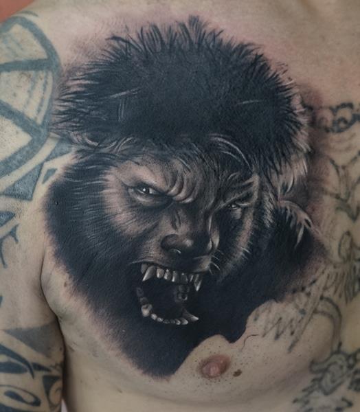 Tatuaje de hombre lobo en cover