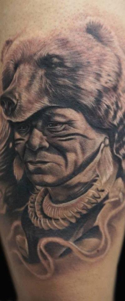 Retrato de nativo americano con piel de oso