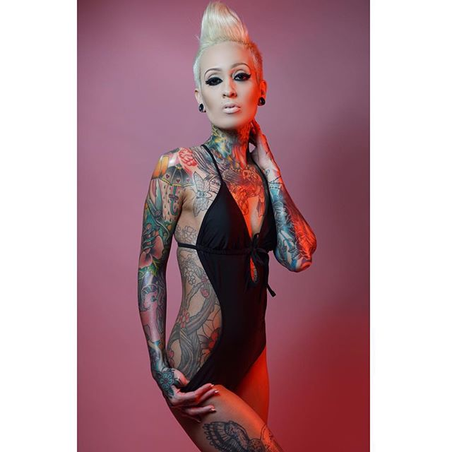 Modelo Tatuada via @danadarling28
