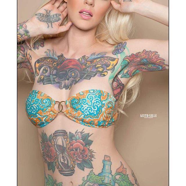 Mujer hot tatuada via @leah_jung