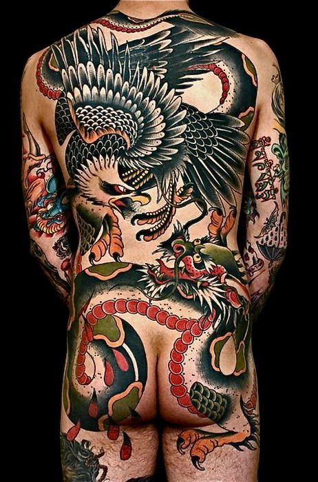 Esta es de las razones por lo que los tatuajes de aguila quedan bien en piezas grandes. Tatuaje por Jeff Zuck