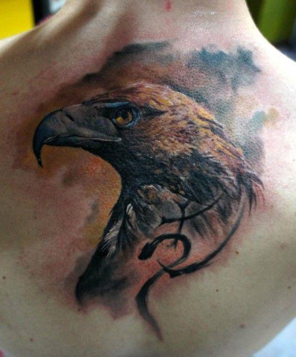 Incluso solo el retrato del aguila puede ser una pieza majestuosa. Tatuaje por Domantas Parvainis, Totemas Tattoo, Lituania.