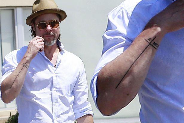 Foto de tatuajes de Brad Pitt por Mirror UK