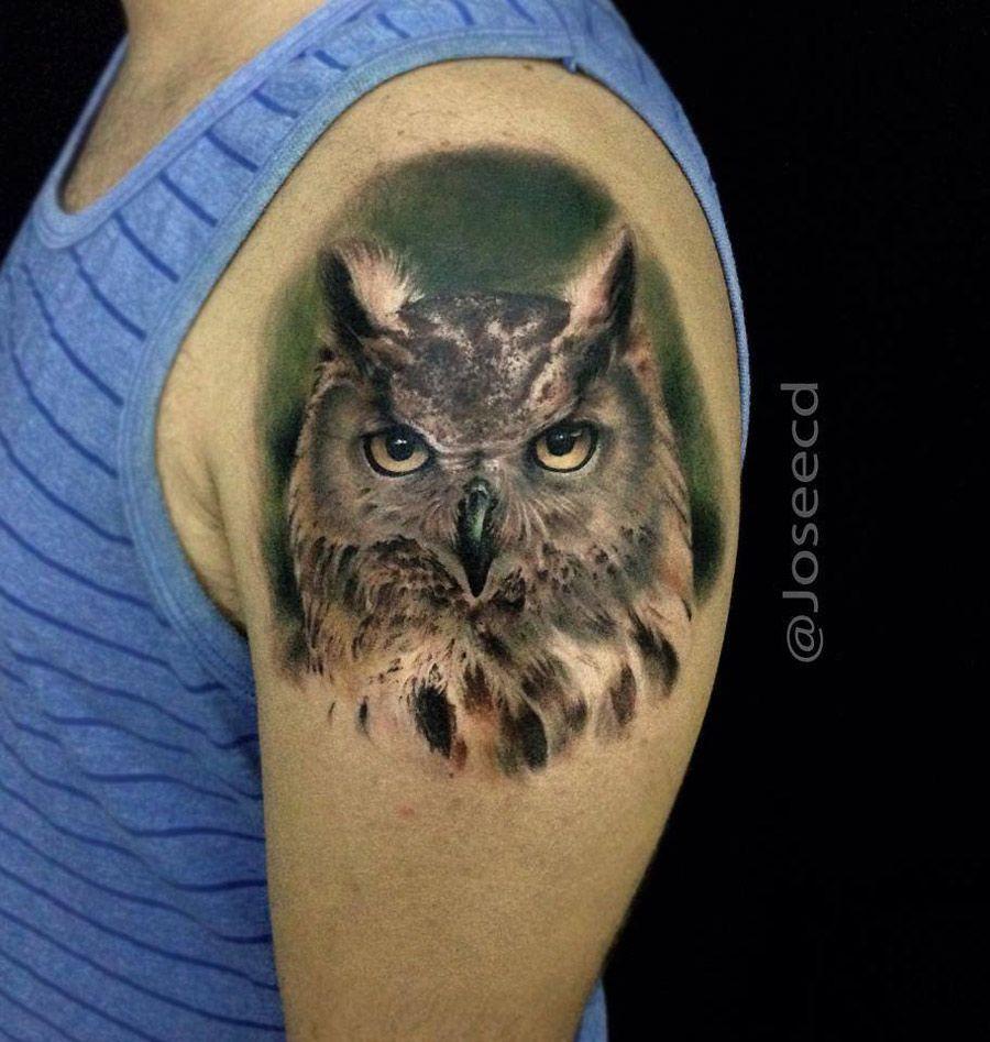 Muy buen tatuaje realismo de buho