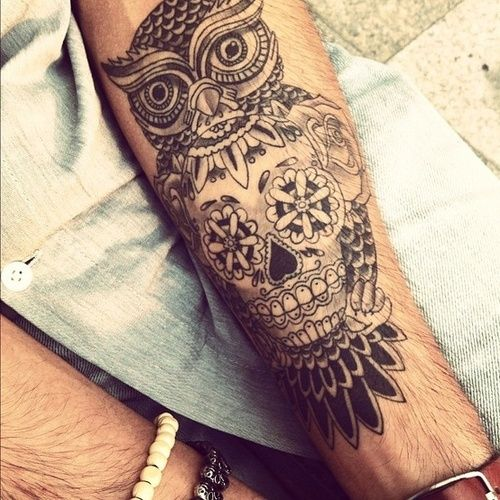 Calavera y buho tatuado