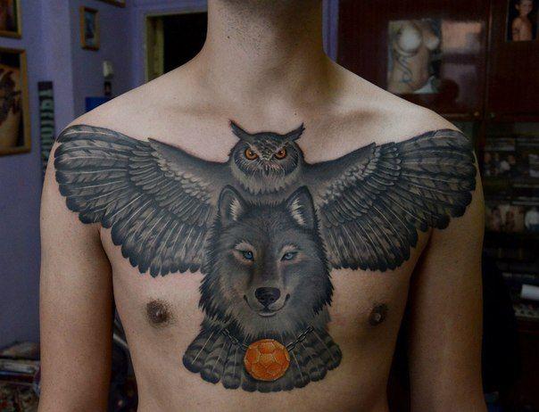 Tatuaje de buho en el pecho