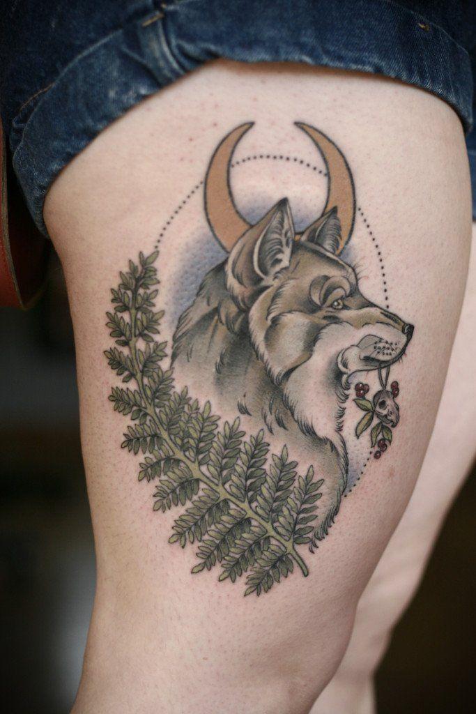 Tatuaje lobo por Kirsten Holliday