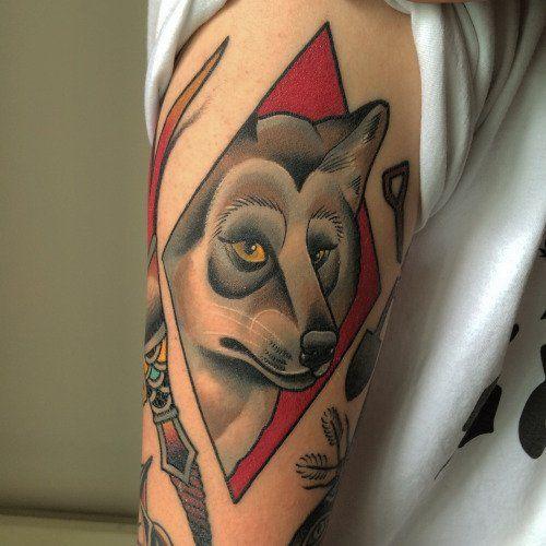 El aullido del tatuaje lobo 25
