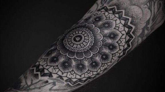 Tatuajes de mandalas por Thomas Hooper