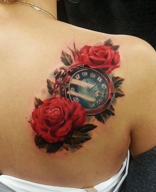 Tatuaje en realismo de rosas rojas