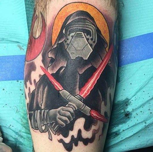 Tatuaje del despertar de la fuerza con un Tradicional Kilo Ren porJoweone
