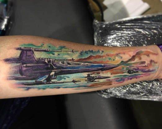 Tatuaje del despertar de la fuerza de un Star wings por Josh Bodwell