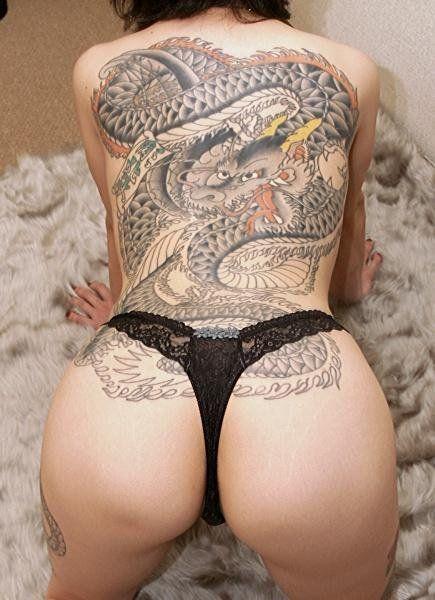 mujer-con-tatuajes-02
