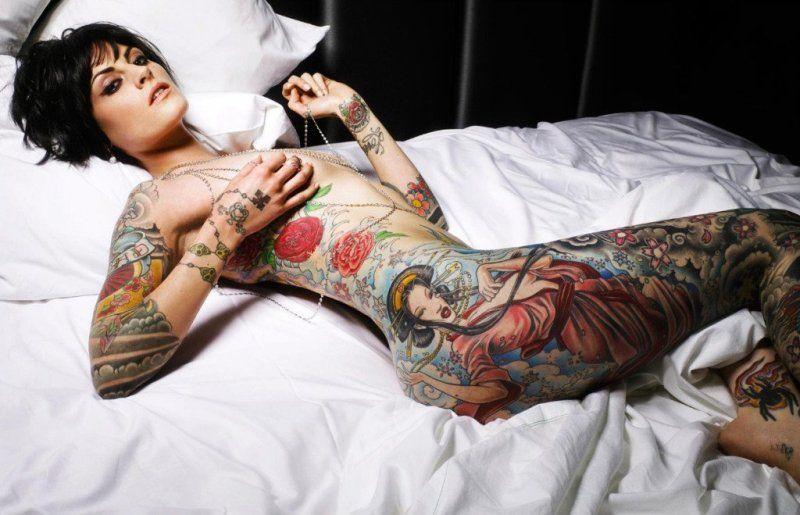 mujer-con-tatuajes-09