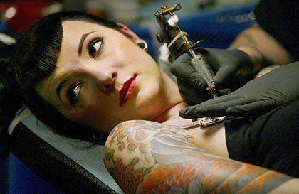 mujer-con-tatuajes-16