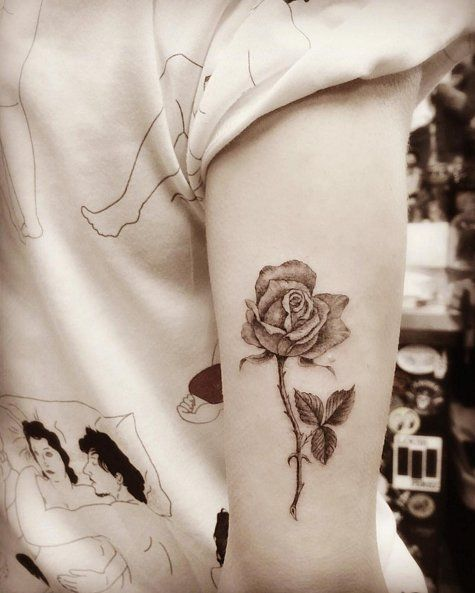 tatuaje de rosa de Jaime King
