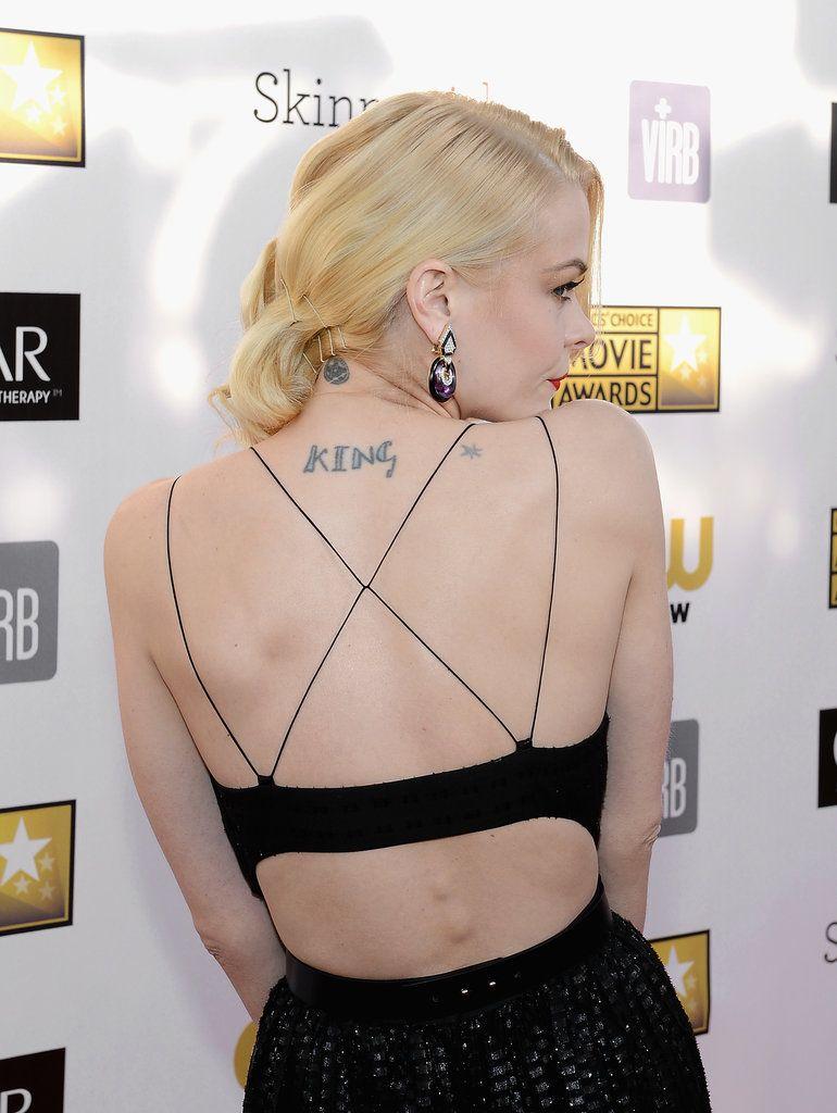 Apellido tatuado en la espalda de jaime King
