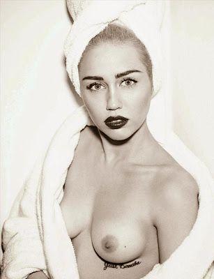 tatuaje debajo del pecho de Miley Cyrus