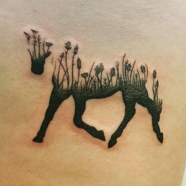 Tatuaje muy poetico por Caitlin Lm.