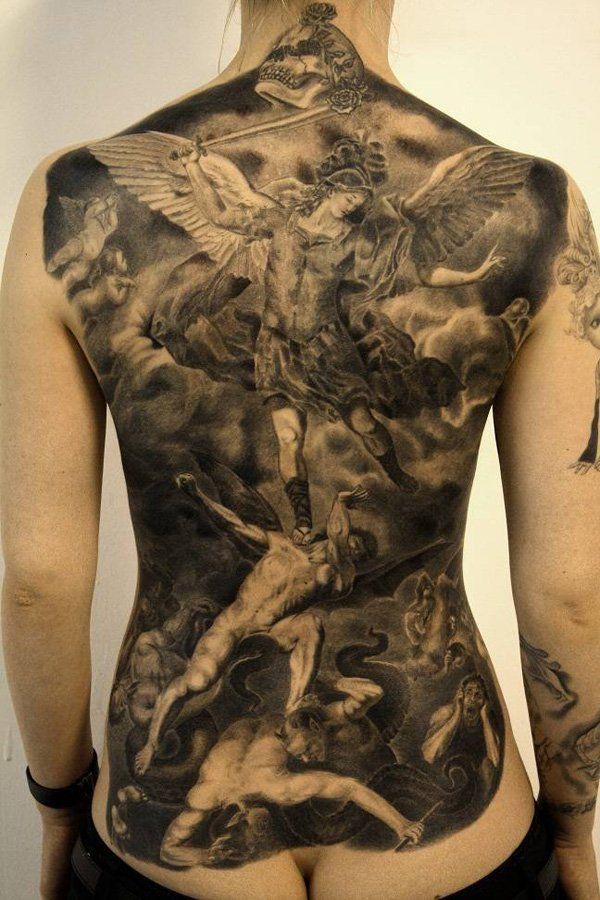 Magnifica pieza de tatuajes de angeles en la espalda