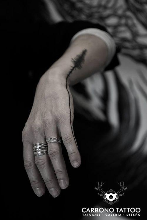 Muy original posicionamiento de tatuaje de arbol