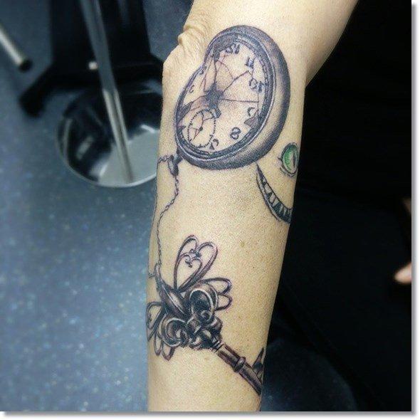 tatuajes de relojes gran clasico de los tatuajes
