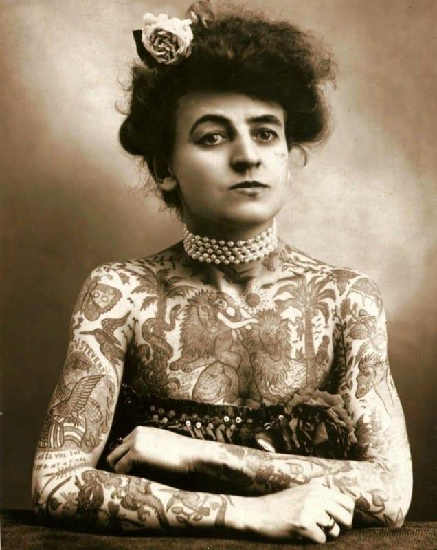 primera-mujer-tatuadora