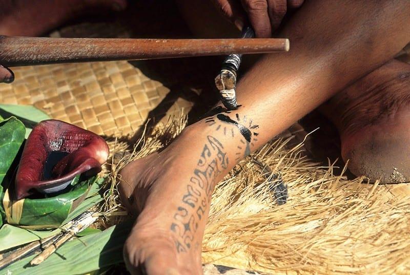tecnicas de tatuajes usadas en el pácifico