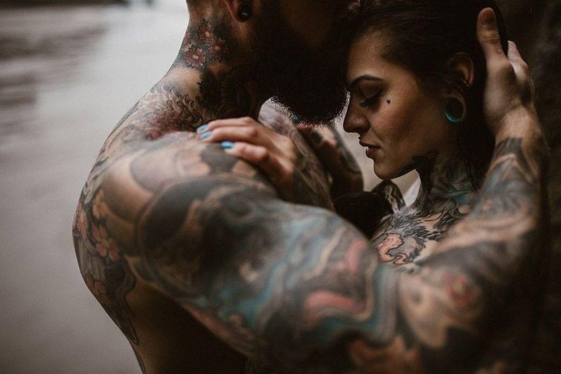 Estigmatofilia, pareja tatuada
