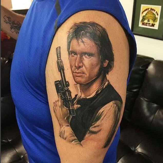 Han solo en un tatuaje de star wars.