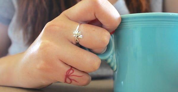 Tatuajes Del Hilo Rojo Cuál Es Su Origen Y Significado