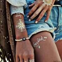 tatuajes temporales de tipo pegatina.