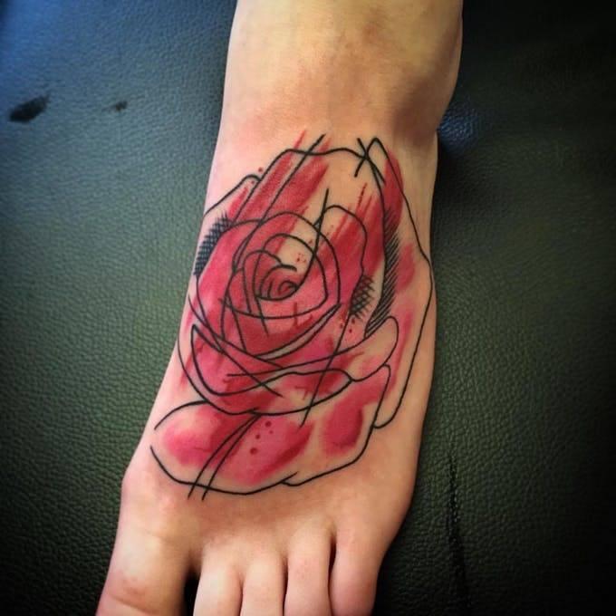 Tatuajes en los pies para marcar tus pasos. 6