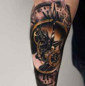 Tatuaje de reloj: marca la hora en tu piel