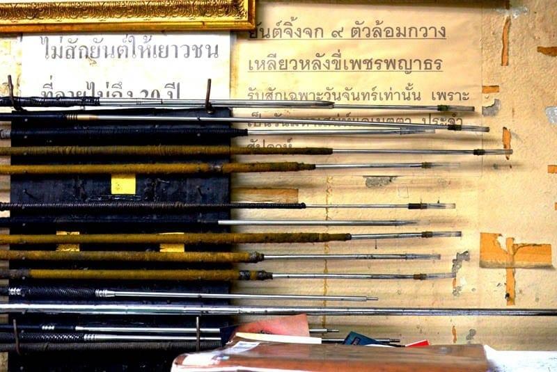 Agujas tatuaje tradicional thailandes