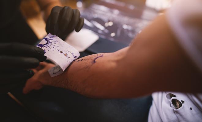 El proceso debe tener un tatuaje al momento de curarse