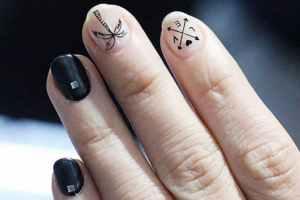 Sim! Há pessoas que tatuam suas unhas