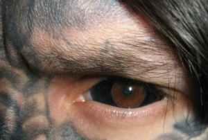 Falando de coisas incomuns, tatuagens nos olhos